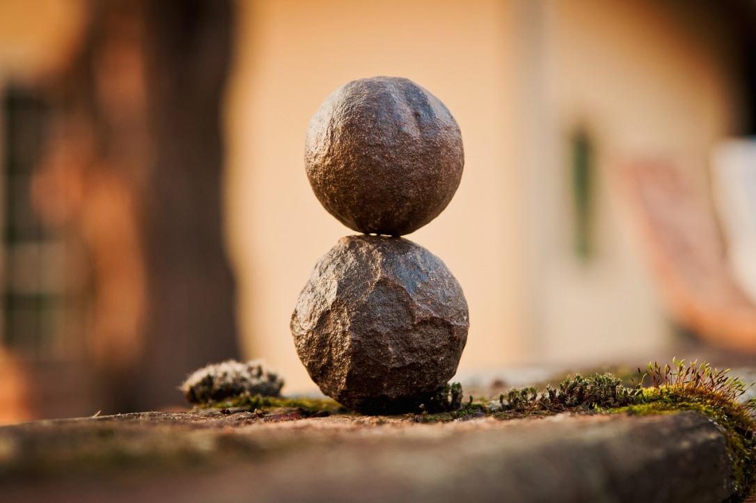 2 pierres superposées-équilibre